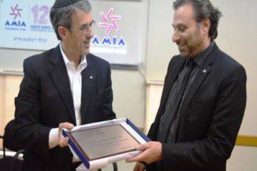 Alejandro Roisentul received an award.