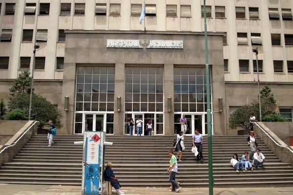 The exterior of the Hospital de Clínicas José de San Martín in Buenos Aires.