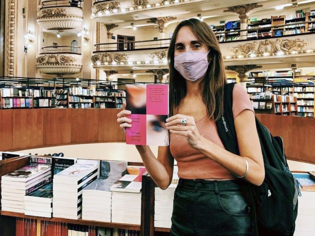 Luciana posing with her book in one of the most important bookstores in Argentina.