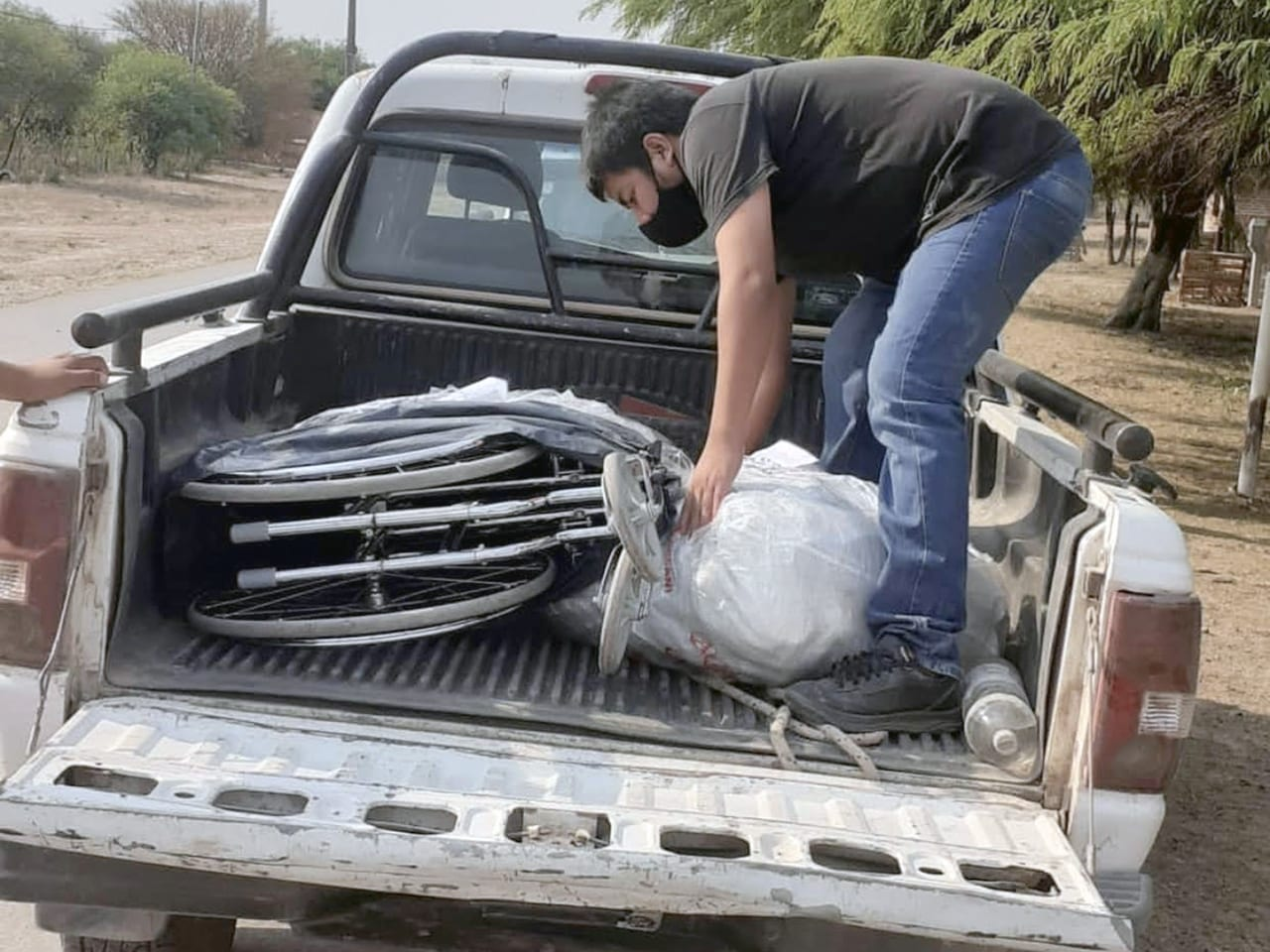 Omar Gutierrez helping his community.
