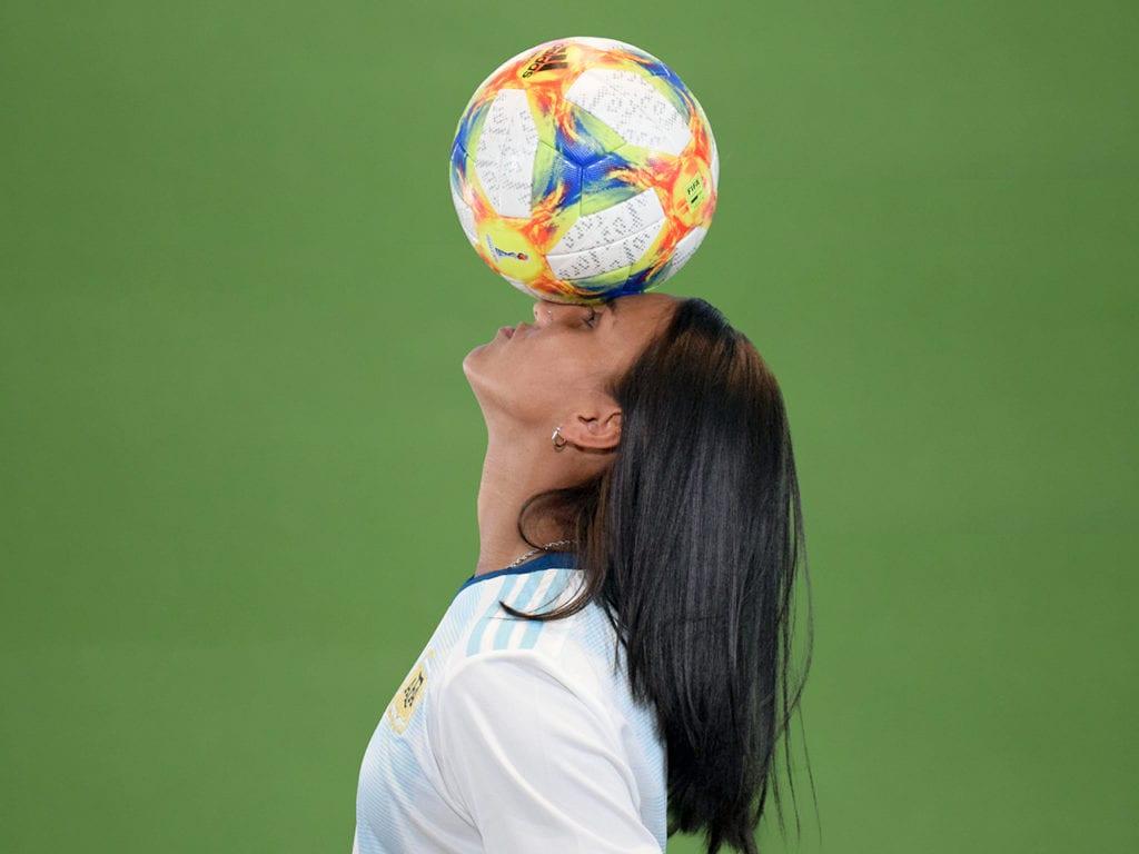 Dalila Ippolito balances a ball on her head